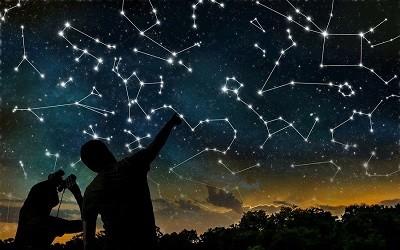 Constelaciones en el cielo nocturno