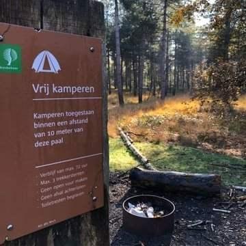 Persbericht: reactie Stichting Wild-Kamperen.nl op besluit van Staatsbosbeheer om Paalkampeerlocaties op te heffen.