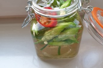 DIY: Daslook pickles