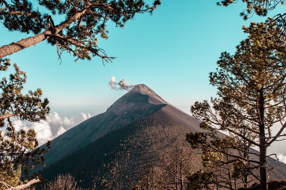 Blick auf den Vulkan Fuego in Guatemala