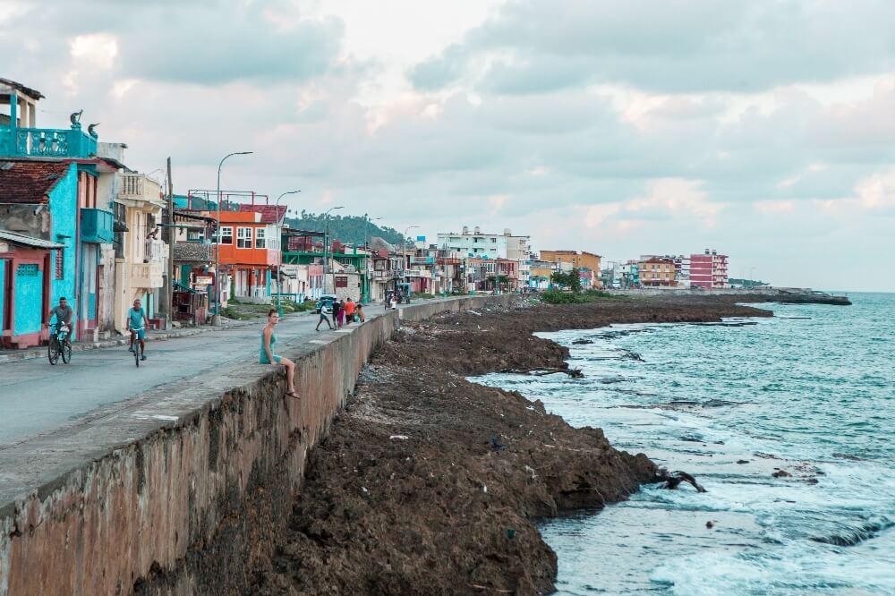 Promenade in Baracoa in Kuba