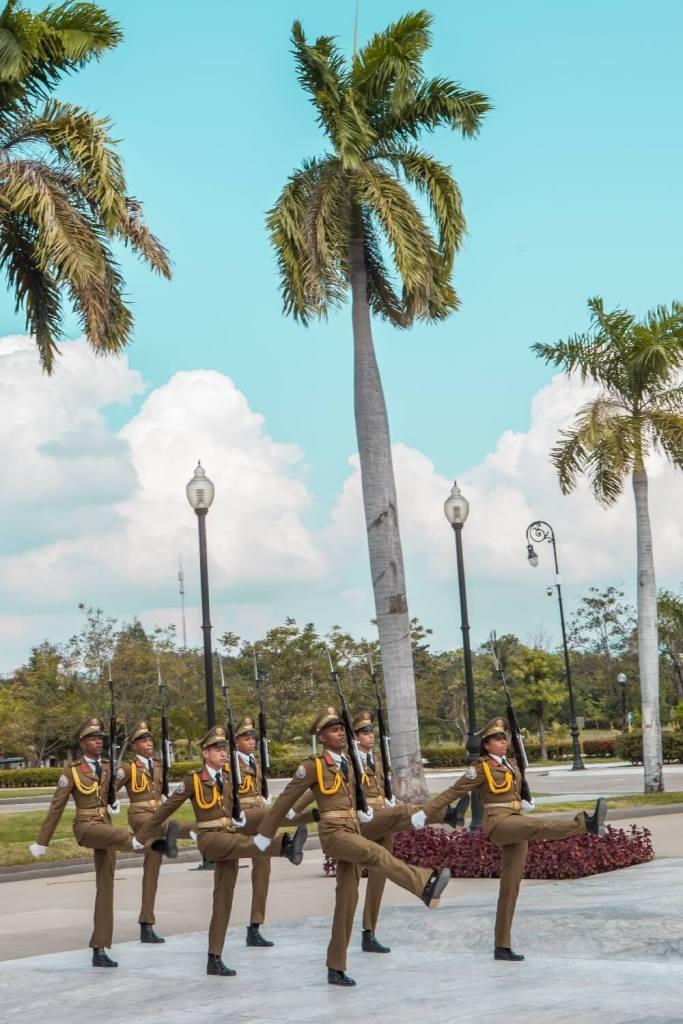 Wachwechsel Cementerio de Santa Ifigenia Santiago de Cuba