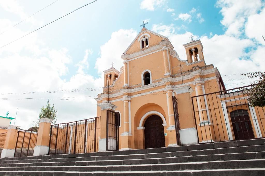 gelbe Kirche in Xela
