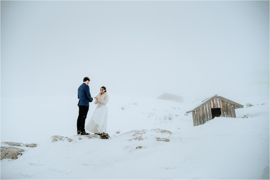 A snowsy elopement ceremony on the Krippenstein mountain. Photos by Wild Connections Photography