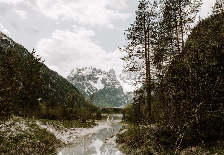 Rena & Thomas' adventure session in the Dolomites. Photo by Wild Connections Photography Dolomites Wedding Photographer
