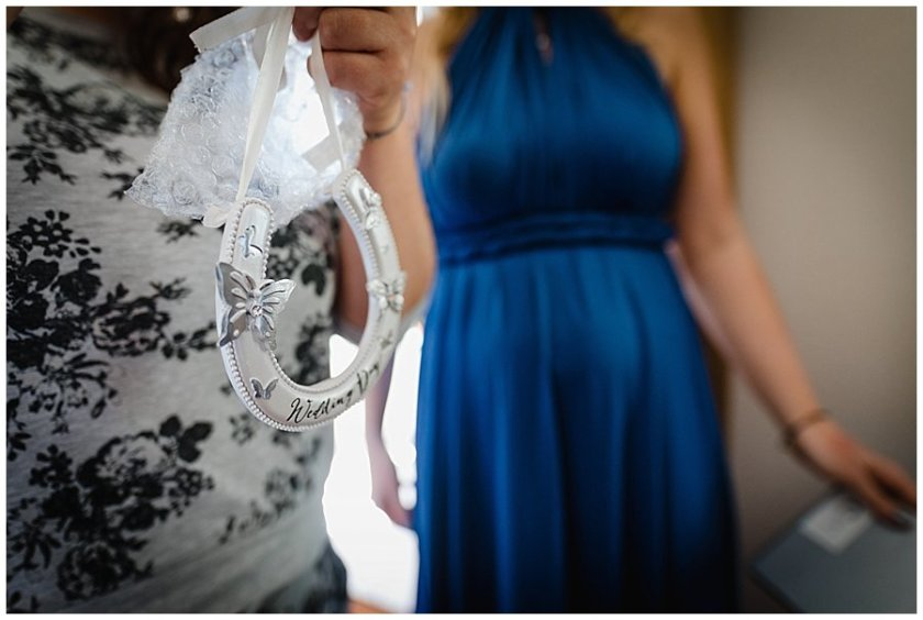 A good luck horse shoe gift for the bride