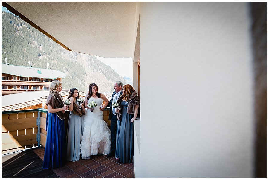 Bride Bec, her dad and the bridesmaids hang out on the hotel room balcony