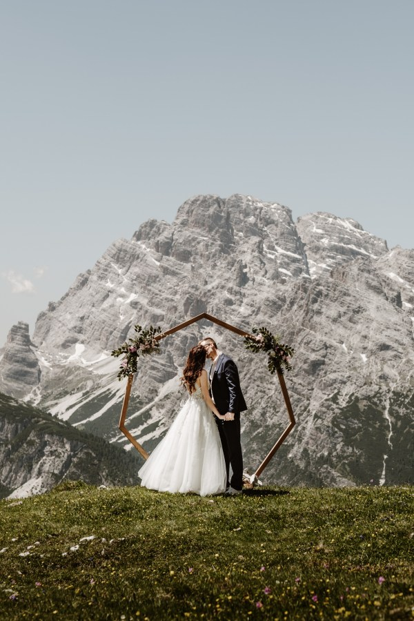 An elopement with a ceremony arch at the Tre Cime in the Dolomites by elopement photographer Wild Connections Photography