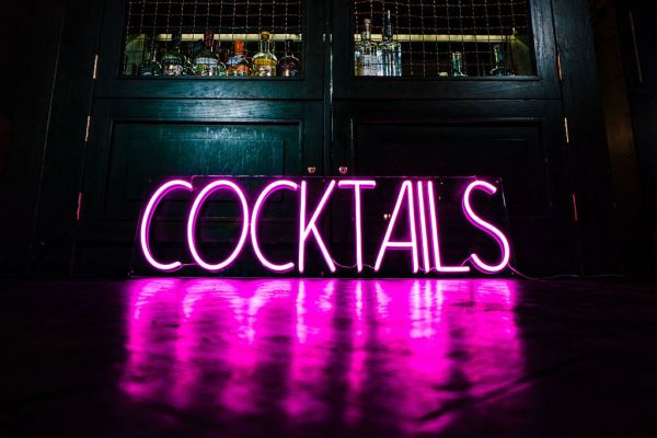 wildfire led neon Cocktails pink neon sign in bar 2