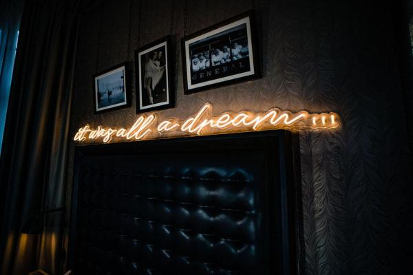 wildfire led neon sign it was all a dream led sign in bedroom 2