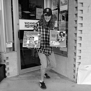 038-record-store-people-o320px