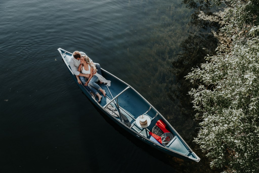 canoe engagement, adventure engagement, adventure photographer