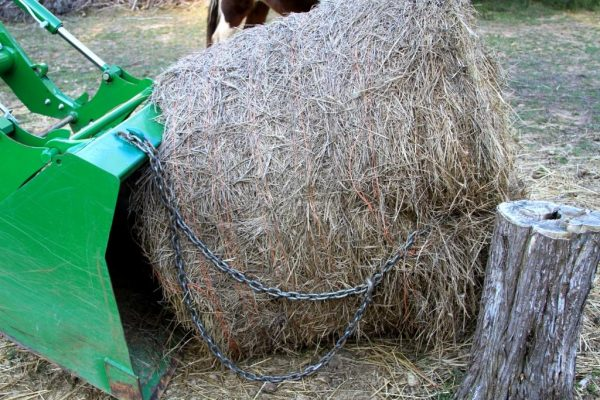 Set the bale and tilt the bucket so the chain becomes slack.