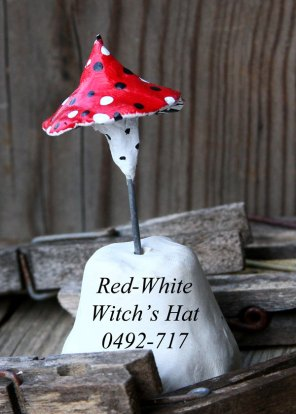 Red-Whte-Witch-0492-717