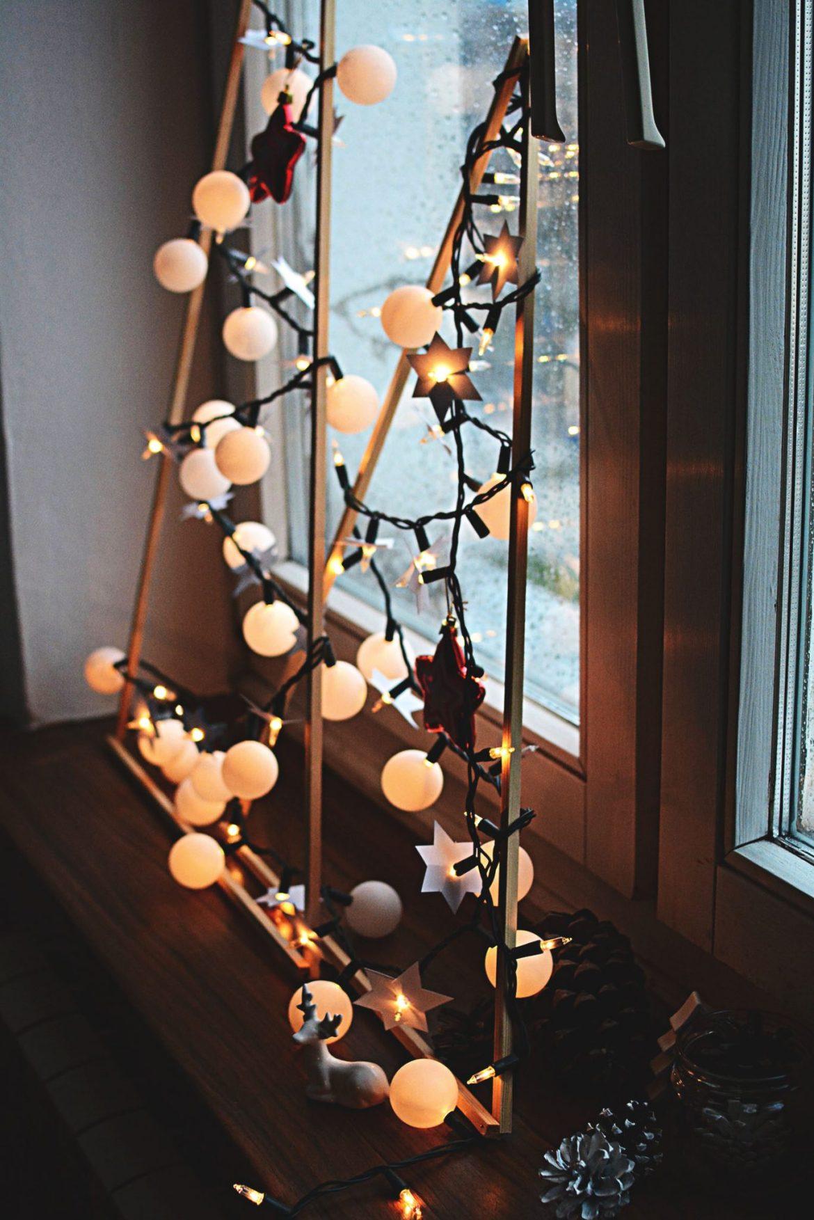 pomysly-na-dekoracje-swiateczne-z-lampkami-choinkowymi