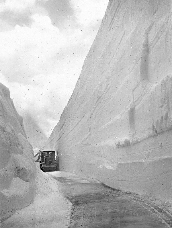 Grossglockner-Hochalpenstrasse-Schneeraeumung-historisch