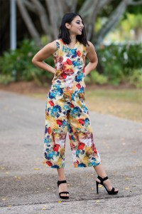 Scalloped V Neck Cotton Top and Cotton Culottes in Azalea