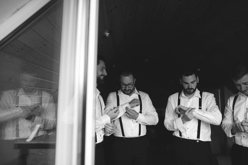 Groom prep on the wedding morning