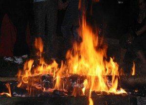 Mehrere Brände in Waldau: Auto, Holzhütte und Mülltonnen gingen in Flammen auf