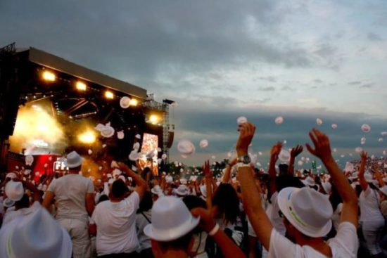 """30.000 feierten allein bei """"Just White"""" beim Hessentag in Hofgeismar"""