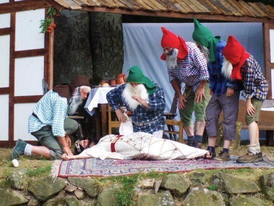 """Märchen-Theater in Bergfreiheit """"Schneewittchen und die 7 Zwerge"""" auf der Naturbühne"""