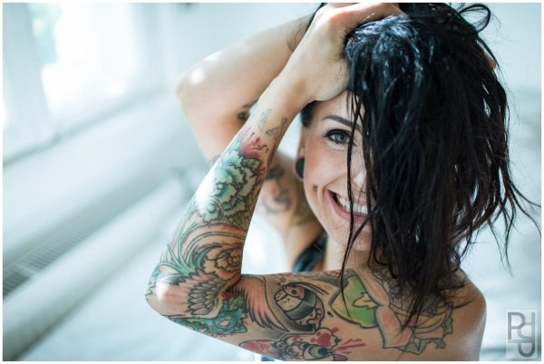 Ronja Block eröffnet neuen Vlog Tattoo, Thrash, Glitter und Godzilla!