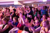 """Euphorie im Publikum: Die Besucher sind von der Show der """"Mantastic Sixxpaxx"""" begeistert. Foto: Marcografie-Marco-Mueller"""