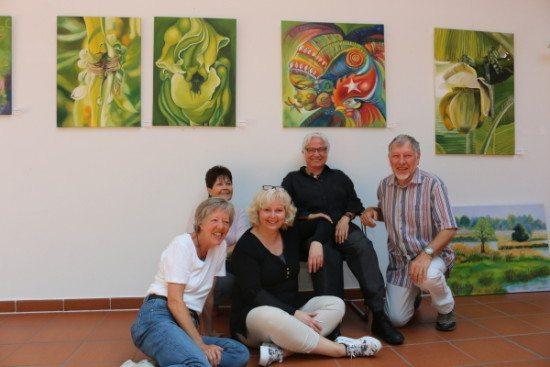 Fünf von sechs ausstellenden Künstlern (von links): Ulla Achterberg-Geißler, Ulrike Janner, Andrea Müller-Nadjm, Barbara Lieberknecht und Reinhard Schäfers. Es fehlt Corinne Iffert.
