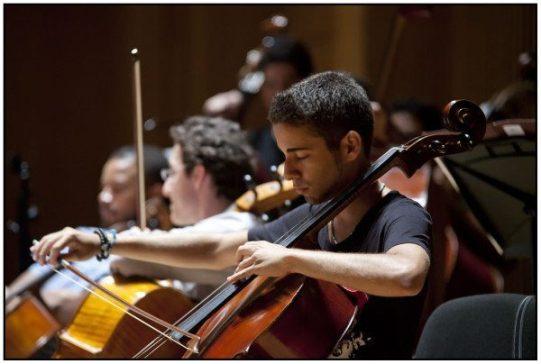 Kultursommer Nordhessen im August: Sommertheater vor dem Dom & Sinfonisches aus der ganzen Welt