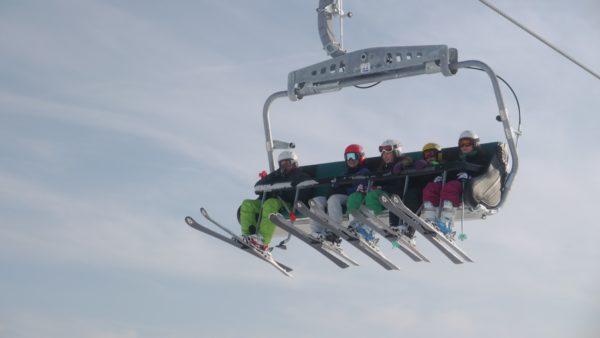 Lifte laufen im Skigebiet Willingen