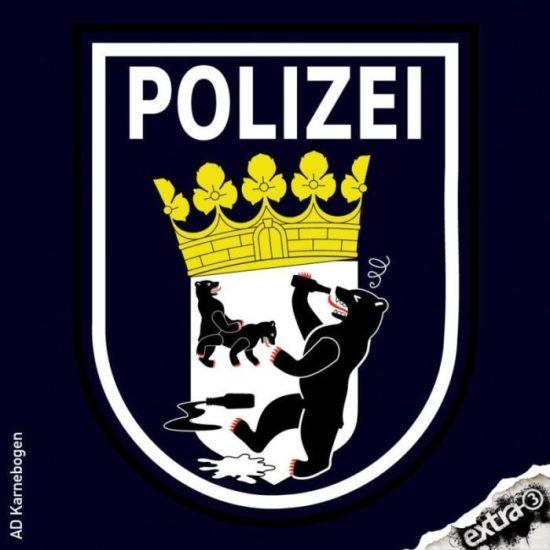 Spaß mit G20 Party-Polizisten in der Caricatura Kassel - Berliner Polizei beweist Sinn für Komische Kunst