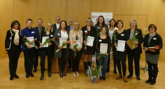 13 Mitarbeiterinnen und Mitarbeiter aus 12 nordhessischen Unternehmen setzen sich ab sofort für die gesundheitliche Prävention ihrer Kollegen ein.
