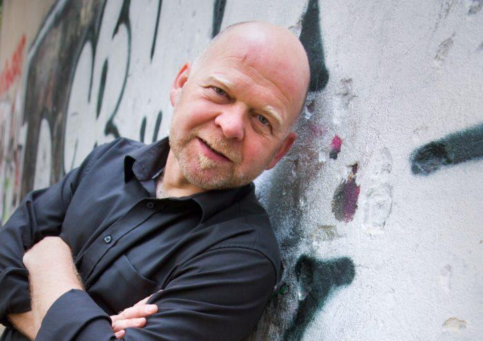 """Bernd Giesekings """"Ab dafür!"""" in Hümme: Ein satirischer Jahresrückblick"""