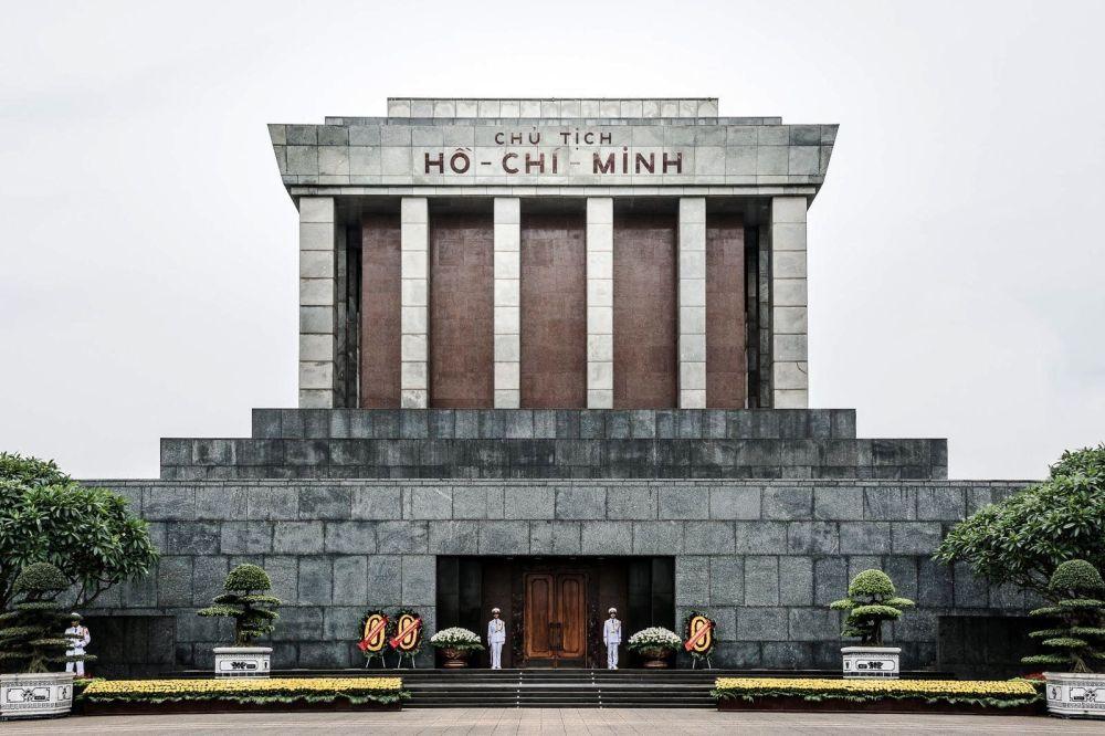 ho-chi-minh-mausoleum-1