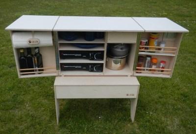 Camp Kitchen - bestückt auf Hocker