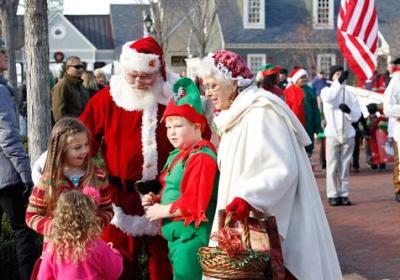Santa-and-Mrs-Claus-Toyland-Parade