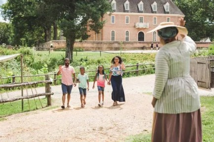 family-at-colonial-williamsburg