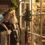 Strolling Santa in Merchant's Square