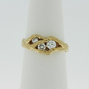 Tree branch ring with 3 diamonds
