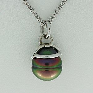 Tahitian cultured black pearl pendant