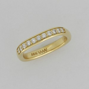 Finger shape diamond band