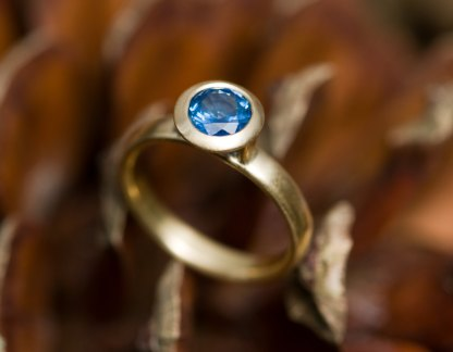 blue sapphire solitaire ring in gold
