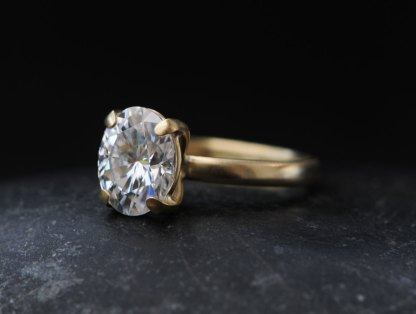 moissanite-oval-9-x-7-in-18K-yellow-gold