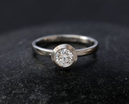 iamond 5mm platinum halo ring