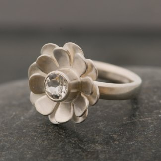 White topaz daisy ring in sterling silver