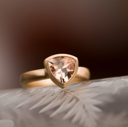 morganite trillion 18 yellow gold 1
