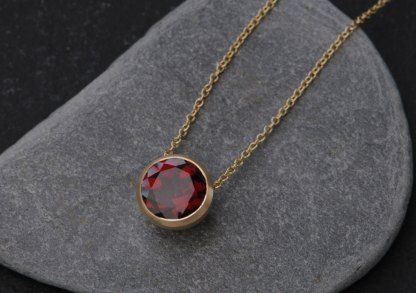 garnet-8mm-cup-pendant-in-18K-yellow-gold