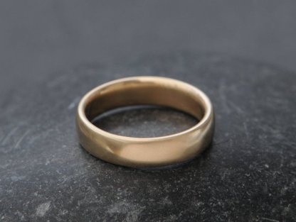 mans 5mm wedding band in 18K yellow gold