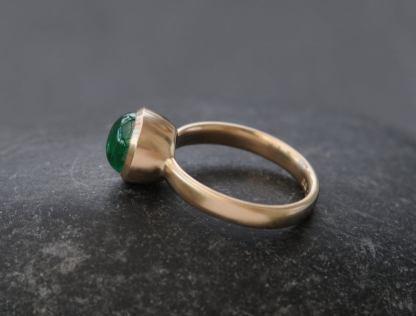 emerald 8mm cab ring in 18K gold