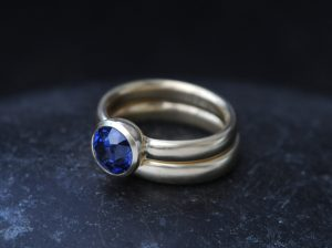 blue sapphire wedding set in 18K yellow gold